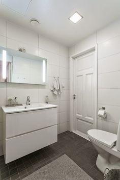 Exterior Design, Interior And Exterior, Modern Condo, Bathroom Pictures, Bathroom Toilets, Wooden House, Beautiful Bathrooms, Pergola, Sweet Home