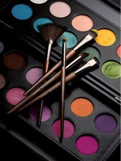 I lovee makeup forever eye shadows because they are SO pigmented and a little goes a long way amazing and a lot of fun colors Blush Makeup, Love Makeup, Makeup Inspo, Makeup Art, Beauty Makeup, Makeup Ideas, Sephora, Makeup Illustration, Models Makeup