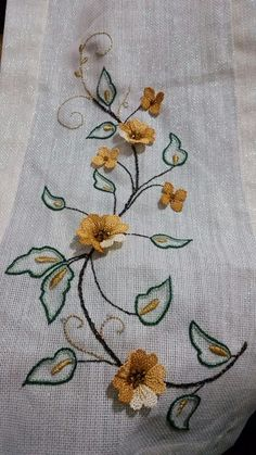 This Pin was discovered by Ays Embroidery Flowers Pattern, Hand Embroidery Stitches, Silk Ribbon Embroidery, Embroidery Needles, Embroidery Techniques, Machine Embroidery, Embroidery Designs, Bordados Tambour, Lace Beadwork
