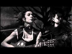 Marisa Monte / Tribalistas  - Velha Infância (ao Vivo)Amo essa música! Viajo, uma ternura toma conta de mim, ela tem o poder de liberar o que há de melhor em mim, dos meus sonhos, da minha alma...