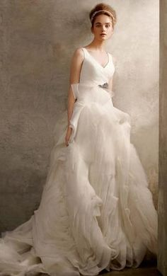 Vera Wang White VW351029  10 find it for sale on PreOwnedWeddingDresses.com