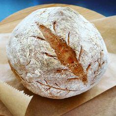 Pyszny chlebek pszenny na drożdżach Camembert Cheese, Dairy, Eggs, Food, Essen, Egg, Meals, Yemek, Egg As Food