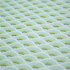 Tissu de coton japonais Koï, motif traditionnel vagues Seigaiha vert menthe & blanc Design Japonais, Japanese Patterns, Blanket, Crochet, Couture, Japanese Cotton, Fabric Shop, Woven Cotton, Mint Green