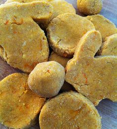 homemade grain-free sweet potato peanut butter and carrot dog treats * omit honey and substitute baby food carrots for shredded Dog Cookie Recipes, Dog Biscuit Recipes, Dog Treat Recipes, Dog Food Recipes, Muffin Recipes, Sweet Potato Cookies, Sweet Potato Dog Treats, Sweet Potatoes For Dogs, Homemade Dog Treats