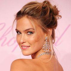 tons rosados ou de coral são a marca registrada do look clássico de noiva