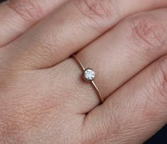 This is my ideal engagement ring. Simple and elegant.
