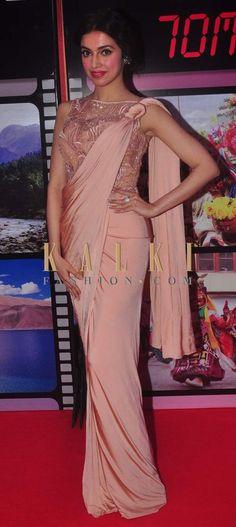 Divya Khosla Kumar in a beautiful saree Saree Draping Styles, Saree Styles, Saree Gown, Lehenga Choli, Indian Dresses, Indian Outfits, Collection Eid, Look Short, Modern Saree