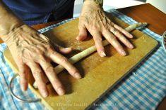 La ricetta della Pasta fatta in casa (trucchi e consigli) Bolognese, Tortellini, Polenta, Cinnamon Sticks, Crackers, Risotto, Spices, Sausage, Bbq