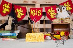 Estava procurando ideias para o sessão fotográfica da quebra bolo, eu estava tão animada com e me deparei com tema perfeito para comemorar com Amanda o o primeiro aniversário da Isis , Harry Potter