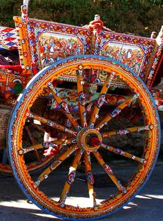 Sicilian carts are a tradition. The panels are decorated with scenes of Sicilian history.