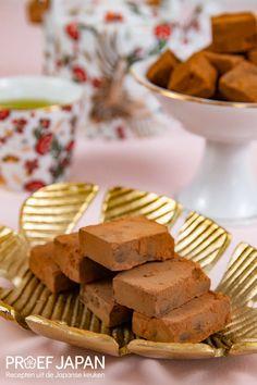Recept: Japanse chocolade truffels (nama chocolate) | Proef Japan Cereal, Japan, Breakfast, Desserts, Food, Tailgate Desserts, Meal, Dessert, Eten