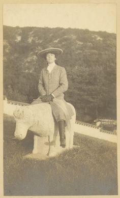 1905년 9월 19일, 미국이 26대 대통령 테디 루즈벨트의 딸인 앨리스 루스벨트은 미국을 대표하는 외교사절의 자격으로 대한제국에 입국하였다. 그 당시 고종황제께서는 일본의 위협속에서 하루하루 힘들게 연명하고 계셨는데, 앨리스는 그 속도 모르고 외교...