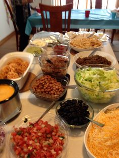 For graduation party Mexican Buffet, Mexican Dishes, Mexican Food Recipes, Ethnic Recipes, Mexican Christmas, Christmas Eve, Taco Party, Food Ideas, Bar Ideas
