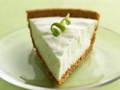 Key Lime Yoghurt Pie - looks yummy & less than 200 calories a slice.