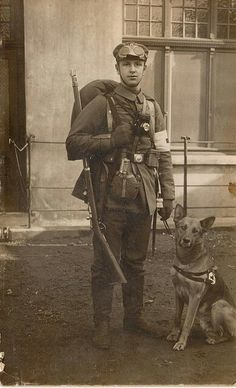 A Barrayaran soldier of the First Cetagandan War (WWI medic with his dog) Military Working Dogs, Military Dogs, War Dogs, World War One, First World, Vintage Dog, Service Dogs, Military History, Vintage Photographs