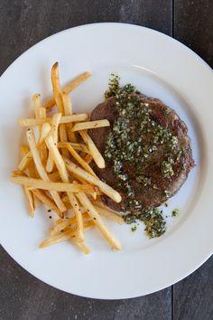 #Epicure Paris Bistro Steak #glutenfree Fast Healthy Meals, Healthy Recipes, Food Dishes, Main Dishes, Epicure Recipes, Yummy Eats, Meal Ideas, Gluten Free Recipes, Glutenfree