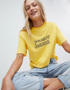 Buy Daisy Street Boyfriend T-Shirt With Sunshine Print at ASOS. With free delivery and return options (Ts&Cs apply), online shopping has never been so easy. Get the latest trends with ASOS now. Cute Yellow Shirts, Cute Summer Outfits, Cute Outfits, Women's Dresses, T Shirt Sport, Asos, Going Out Tops, Mode Online, Boyfriend T Shirt