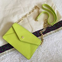 PARTY SALETory Burch Envelope Crossbody Gingko Small Tory Burch Small Envelope Crossbody in Gingko gorgeous bright color with gold accents. Part chain link strap with patterned insides part leather part material, built in card slots inside with a magnet snap closure. Tory Burch logo at front (see pictures). Sold out in stores. Tory Burch Bags Crossbody Bags