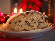 Stollen backen: Ein einfaches Rezept  #stollen #weihnachten #backen #plätzchen #advent #rezept #rezeptideen #foodblogger #foodblog #foodpic Bread, Foodblogger, Baking, Cake, Advent, Muffins, Desserts, Almonds, Play Dough