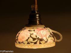 Moederdagtip! Hanglamp van zwarte Chinees porseleinen theekopje met roze rozen door upservies op Etsy