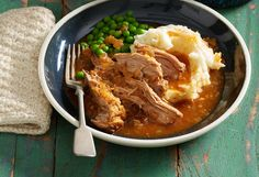 Delicious pull-apart pork with a smoky flavour is a dish everyone will love. Combined with mashed potatoes and peas, it's a classic that can't be beaten.