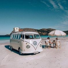 10 Models of Volkswagen Vans That are Suitable for Camping and Photo Taking - Camper Life Vw Camper Bus, Vw Caravan, T1 Bus, Camper Life, Hippie Camper, Volkswagen Transporter, Vw T1, Volkswagen Golf, Volkswagen Interior