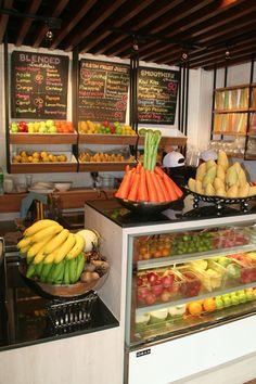 Super Ideas For Fruit Juice Cafe Smoothie Bar Smoothie Bar, Food Truck, Juice Bar Interior, Juice Cafe, Juice Bar Menu, Fresh Juice Bar, Fruit And Veg Shop, Juice Bar Design, Deco Cafe