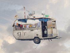 La obra de Laurent Chéhère muestra el hogar efímero de quien no vive en ninguna parte.