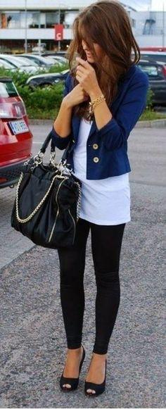#Moda #Cabina  #CabinaRecomienda Recuerda que un par de tacones negros nunca pasan de moda