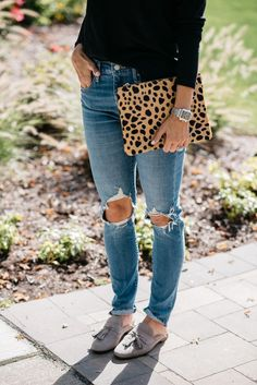 Mom Jeans, Mules + Mastitis | mom style | breastfeeding tips | how to prevent mastitis | how to wear mom jeans | outfit ideas | fall fashion | mules | levis distressed denim | leopard clutch | motherhood tips | mom life