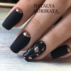 Black Gold Nails Black matte nails with gold foliage designs and half moons. New Year's Nails, Fun Nails, Hair And Nails, Nails 2016, Stylish Nails, Trendy Nails, Matte Black Nails, Manicure E Pedicure, Gorgeous Nails