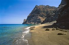 Experience the best beaches in Gran Canaria. A guide to the favourites on the Island. Tenerife, Grand Canaria, Great Places, Places To Visit, Beautiful Beach Pictures, Island Holidays, Portugal, Spain Holidays, Most Beautiful Beaches