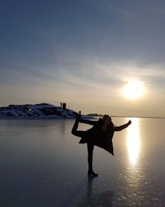 When you're stressed as fuck about walking on the ice just do some yoga pose  #yoga #finland #erasmus