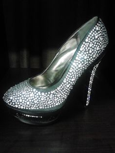 If You Got That Black n White Party, Wedding, Anniversary or Dinner Party, Get The Marvelous Shoe That Can Be Worn At All Occasions. In-box Me @ Marvelous Amanda on Facebook. Only $29.99.