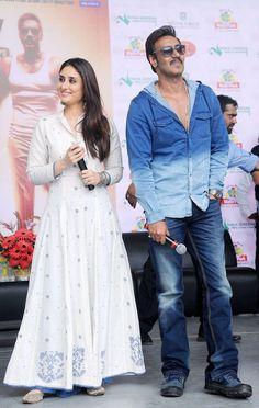 Singham Returns Actress Kareena Kapoor in Latest White Anarkali Suit by Rahul Mishra White Anarkali, Anarkali Dress, Pakistani Dresses, Indian Dresses, Indian Outfits, Bollywood Stars, Bollywood Fashion, India Fashion, Asian Fashion