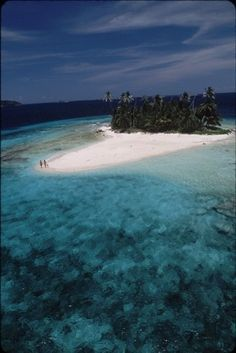 One of the 13 small coral cays in Cayos Cochinos, Honduras