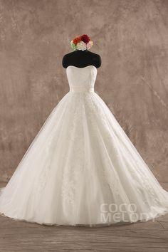 Sweetheart Tulle Ivory Sleeveless Wedding Dress #cocomelody