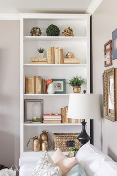 Bookcase Styling Ideas (Bookcase Styling Ideas) design ideas and photos Styling Bookshelves, Creative Bookshelves, Decorating Bookshelves, Bookshelf Ideas, Bookcases, Bookshelf Plans, Bookshelf Design, Bookcase Shelves, Style At Home