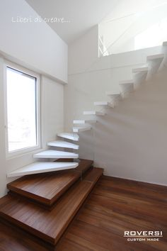This design is Scale and what is picture is showing is the steps how they are small and then they get bigger as they go around the steps stay the same. Home Stairs Design, Railing Design, Interior Stairs, Interior Design Living Room, House Design, Scale Design, Design Case, Stairs Architecture, Architecture Design