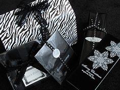 敬愛する、モノトーン倶楽部会長の COLORSさん から クリスマスプレゼントが届きました(* ̄TT ̄*) 白黒モノトーンのカッコいいラッピング♡ ゼブラやドットやフレームなど、色々な柄が使われているのに この統一感!この格好良...
