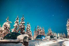 """""""UNA ALDEA DE IGLÚS""""... En el corazón de la Laponia, en Finlandia, sobre la vía hacia el Océano Ártico y a 5 kilómetros del Parque Nacional Urho Kekkonen (el más grande de este país), está el Kakslauttanen Artic Resort. Este hotel familiar con alojamientos regados a lo largo de los pacíficos campos al norte del círculo polar ártico, es un escenario ideal para que vivas la increíble experiencia de ver las auroras boreales..."""