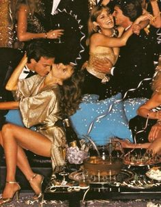 studio 54 🍸🍸🍸 Do your holiday's in style. Collage Foto, Party Hard, Party Time, 70s Glam, Night Fever, Lauren Hutton, The Blonde Salad, Disco Party, Disco Disco