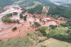 Mariana (MG) - Área afetada pelo rompimento de barragem no distrito de Bento Rodrigues, zona rural de Mariana, em Minas Gerais (Corpo de Bombeiros/MG - Divulgação)