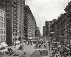 State Street south from Lake Street, Chicago, 1907 - at left, the Masonic Temple and Marshall Field