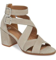 77a1ad6a19a Need New Sandals For The Season  We Found A Cute  And  Comfy Pair