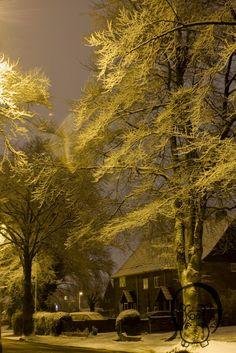 Bell Road, Sittingbourne in snow, midnight