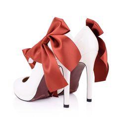 ペトロチカ in 2019 Kinds Of Shoes, Beautiful Shoes, Fasion, Footwear, Elegant, Elegance Fashion, Fashion Heels, How To Wear, Paper Flowers