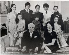 25th wedding anniversary 1968 ©Fonds Debraine Joséphine-1949, Michael-1946, Géraldine-1944, Eugene-1953, Viktoria-1951, Jane-1957, Cristophe-1962, Anette-1959, Charlie & Oona Chaplin