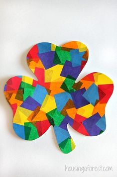 Rainbow Shamrock Craft ~ Easy toddler St Patricks Day Craft - great to edit for other events! Kids Crafts, St Patrick's Day Crafts, Daycare Crafts, Classroom Crafts, Toddler Crafts, Holiday Crafts, Arts And Crafts, March Crafts, Spring Crafts