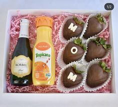 Mothers Day Chocolates, Chocolate Covered Strawberries, Goodies, Strawberry, Sweets, Sweet Ideas, Baking Ideas, Desserts, Postres